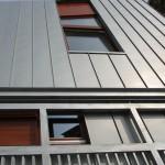 Moderní kovová přístavba
